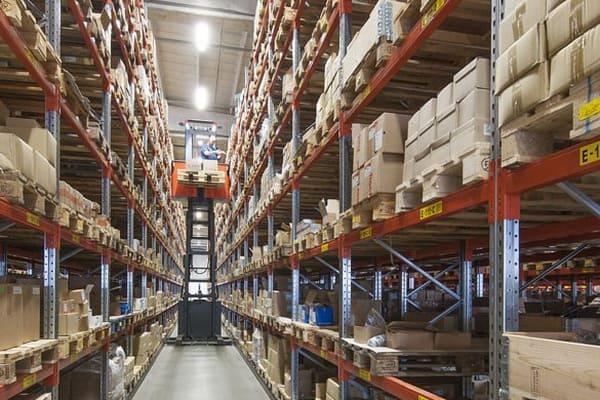 Narrow aisle racking from elev8 fork trucks_1