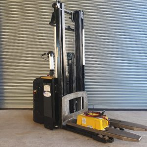 2012 CAT NSV12N Electric Stacker